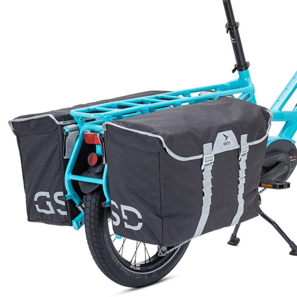 Blaues Tern Lastenrad von Bike Online mit grauen Cargo Hold-Taschen
